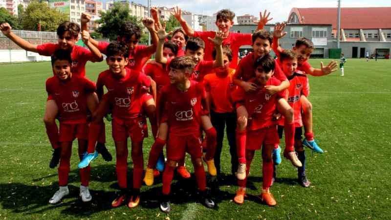 41-futbol-kulubu-sevinc-1537101921.jpg?